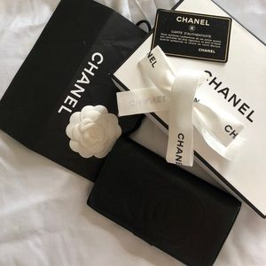 AUTHENTIC CHANEL - CC WALLET